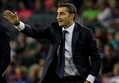 Agent eases Barcelona hype for Genoa sensation Krzysztof Piatek