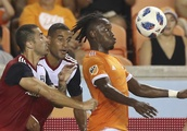 Pena scores in 88th, Dynamo tie FC Dallas 1-1 in Texas Derby