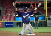 Christian Yelich hits for the cycle as Brewers edge past Reds