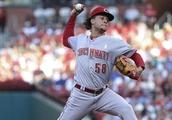 Castillo helps Reds shut down Cardinals