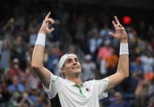 Isner goes the distance to reach quarter-finals