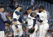 LEADING OFF: Mariners brawl in clubhouse, Rizzo hurts foot