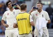 England in touching distance of handing Alastair Cook the perfect parting gift