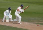 Cook reaches century in final test innings