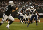 Raiders tight end Lee Smith becomes emergency long-snapper against Rams