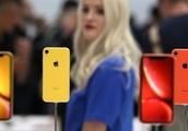 Feminists Say New iPhones Are Sexist and Threaten 'Women's Hand Health'
