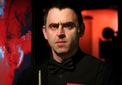 O'Sullivan gives trophy to fan after winning Shanghai Masters