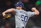 Padres' Mitchell shuts down Giants in 5-0 win