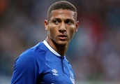 Everton fans want Richarlison to start as a central striker