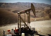 Oil firm on Iran sanctions, but rising U.S. supply and strong dollar weigh