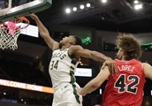 Smashing debut: Giannis, Bucks cruise in new arena's opener