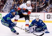 Elias Pettersson scores first goal in Canucks' 5-2 victory over Flames