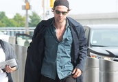 Robert Pattinson arrives at JFK airport in NYC