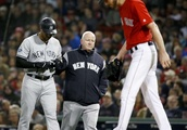 Yanks CF Aaron Hicks leaves ALDS opener with tight hamstring