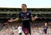 Aaron Ramsey's celebration 'says it all' as Arsenal fans plead for midfielder to stay following w