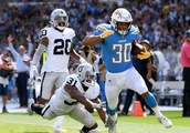 Raiders' offense sputters in loss to Chargers