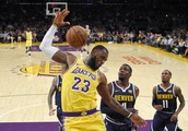 LeBron, Lonzo take the floor together for first time