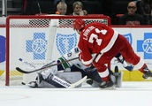 Larkin's shootout goal gives Red Wings 3-2 win over Canucks
