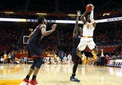 Williams leads No. 6 Vols past Louisiana-Lafayette 87-65