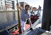 Row like mad: Venetian-style gondoliers race in US contest