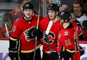 Tkachuk, Gaudreau lead Flames over Golden Knights with career highs