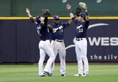 Milwaukee Brewers hold on in Game 1 of NLCS: Highlights and reactions