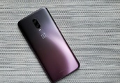 OnePlus 6T Thunder Purple hands-on: a gleaming, gradient gemstone of a flagship