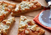 Five & Dine: How to Cook Buffalo Chicken Pizza