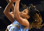 Women's Basketball Drops To #19 In New AP Poll