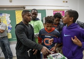Bears' Tarik Cohen visits Bright Boys and Girls Club