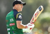 David Warner bats right-handed and dispatches Chris Gayle in Bangladesh Premier League