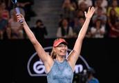 Maria Sharapova upsets defending Australian Open champ Caroline Wozniacki
