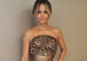 Halle Berry Just Shut Down the Red Carpet in a Gold Couture Gown