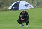 Graeme McDowell kicks golf bag in weird British Open showing
