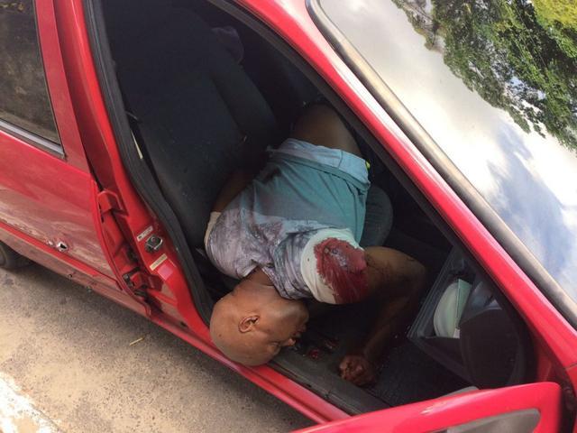 Ex-policial fuzilado dentro de carro com vários tiros