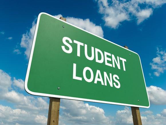 fréquenter quelqu'un avec la dette de prêt étudiant