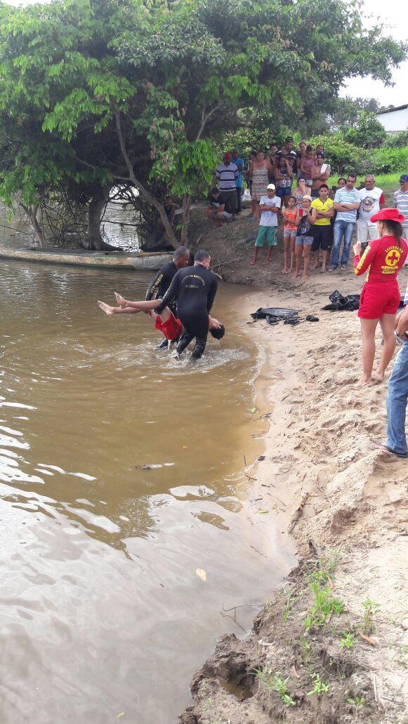 Jovem tenta salvar amigo em travessia de rio e ambos morrem afogados