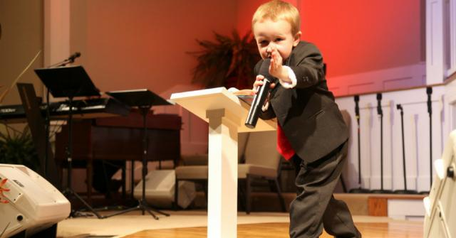 """Criança de 3 anos manda recado de Deus """"Este é o último governo"""", pois o arrebatamento está próximo"""