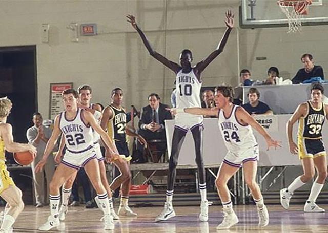 livraison gratuite 232e6 759d1 Les 12 plus grands joueurs de basket-ball dans l'histoire de ...