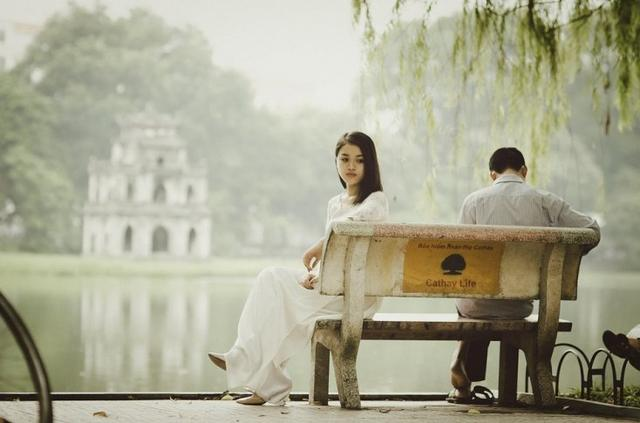 8 Harsh truths showing the difference between being in love and loving
