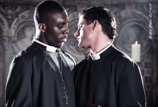 Orgia homossexual e pagamentos a prostitutas: o polêmico dossiê sobre sacerdotes italianos!