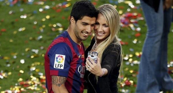 A Bela E A Fera: Jogadores De Futebol E Suas  Companheiras!