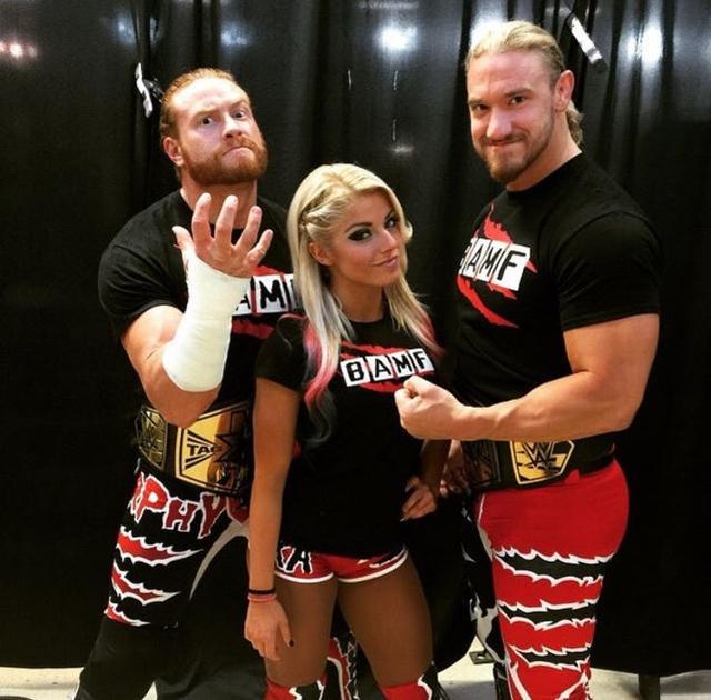 WWE rencontres couples Il a rompu avec moi et a commencé à fréquenter quelqu'un d'autre