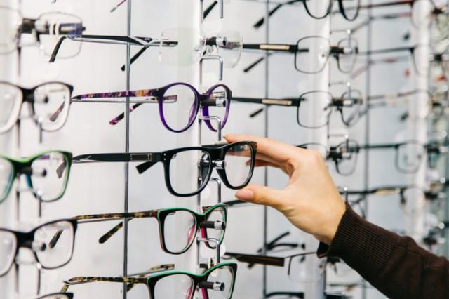 """Selon Bob Niedt, éditeur en ligne chez Kiplinger, l achat de lunettes sur  ordonnance chez Costco est une évidence. """"J ai comparé les prix de Costco à  ceux ... f04ff1f3e755"""