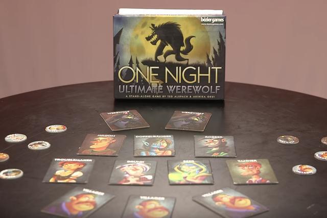 Una noche Ultimate Alien de Juego de Cartas