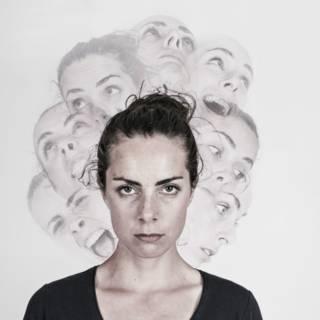 O estranho caso da mulher que só enxerga quando muda de personalidade