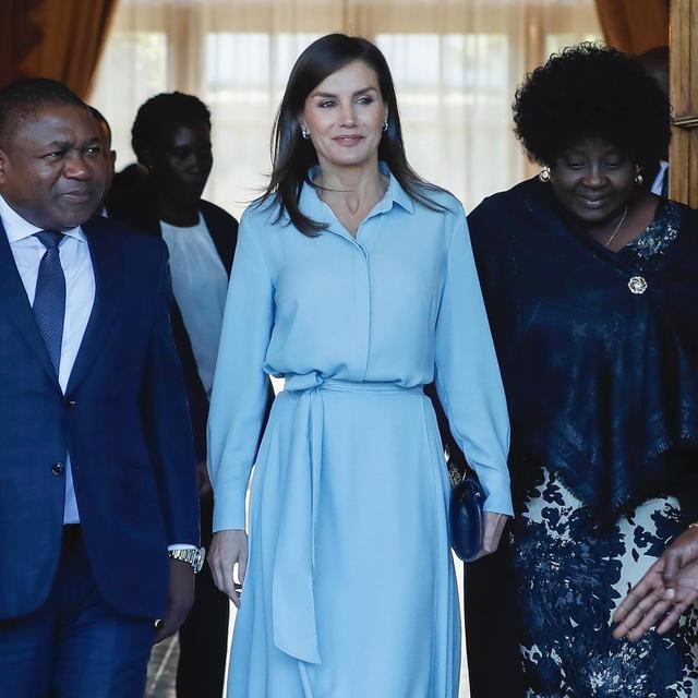 9d1894754 La Reina Doña Letizia nos deja con su tercer look en el viaje oficial a  Mozambique