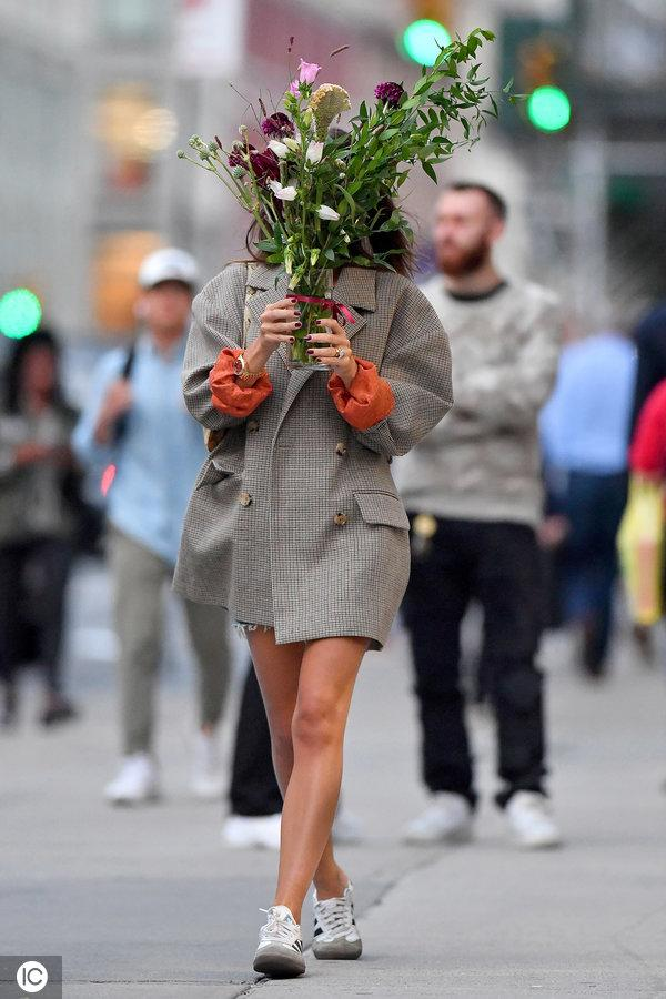 Emily Ratajkowski picks up flowers at Adore flower shop in New York City