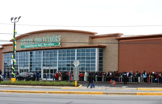Giant Indian supermarket Patel Brothers opens in Niles with Hindu blessing and much-needed crowd control