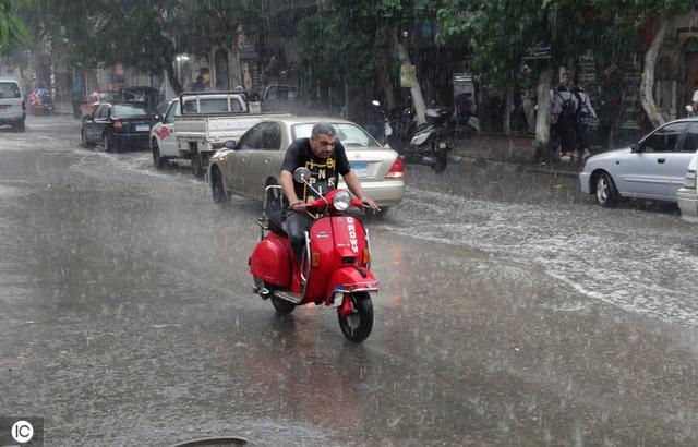Rain falls across Cairo